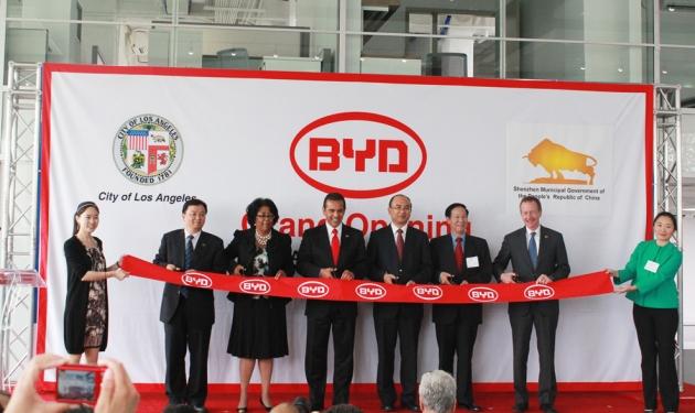 Ribbon Cutting Ceremony, BYD Chairman Wang, Councilwoman Perry, LA Mayor Villaraigosa, Shenzhen Mayor Xu, Consul General Qiu and Austin Beutner